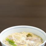 産庵 - 国産ハーブ鶏をふわふわの卵でとじたお蕎麦です。体の芯まで温まります。