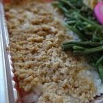 たいあん弁当 - 「からあげ山菜弁当」ご飯の上に鶏そぼろ