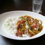 カフェ・ラ・ドゥース・ウール - ランチメニューの季節の野菜カレー