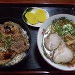 きくち食堂 - 豚丼セット(3分の2ラーメン) 900円