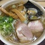 らーめん工房 魚一 - 「魚醤ラーメン」こってり味、太麺840円