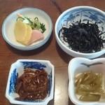 民芸茶房 - 定食の小鉢たち