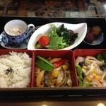 陸茶坊 - アワビ弁当¥1900