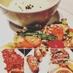 koreAn diNing GOMAmura - 「美健野菜のガーリック炒めカマンベール添え」「ハニースパイシーサムギョッサル」「ハニースパイシーウィング」「牛しゃぶ焼きで野菜を巻いて」
