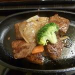 43445617 - ステーキのアップ(もう絶対美味しい!)