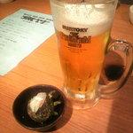 4346737 - 生ビール  お通し サザエ