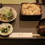 鮎亭 - 煮かつ重定食です。