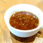 自由ヶ丘グリル - スープは素朴ですけど丁寧な感じが。(・ω・)