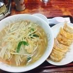 大野飯店 - 料理写真:特製醤油ラーメン+餃子