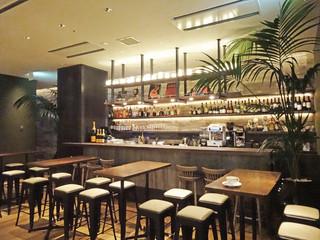 ロサンジェルス バルコニー テラスレストラン&ムーンバー - この左奥に個室があります