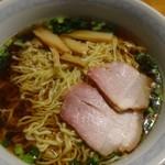 かじや製麺 - かじや製麺の麺を使用して作った支那そば。叉焼は稲村亭のもの