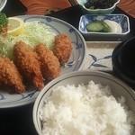 とんかつ太郎 - カキフライ定食1300円
