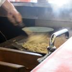 丹頂 - 鉄板で麺の両面をじっくり焼く日田方式