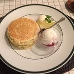 43472132 - レモンポピーシードパンケーキ+手作りブルーベリーヨーグルトアイス