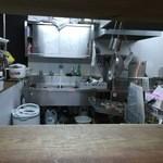 みず屋たったいす - 綺麗に清掃された厨房