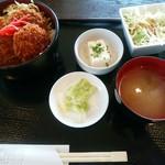 居酒屋 十八番 - 【2015.10.21(水)】日替わり定食(ソースカツ丼)680円