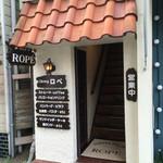 ロペ - お店の入口は階段を上った2階です。