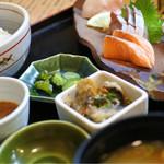 兼平鮮魚店・中洲川端店 - お刺身定食(5種盛り)