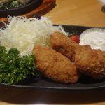 創作ダイニング 夜ノ宴 - おっきく熱々でジューシーな大粒カキフライ750円