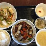 ろぉしゃん - 黒酢酢豚、海鮮の湯引き生姜醤油