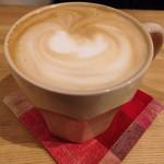 西新五丁目 あかり珈琲 - 1番人気のホットカフェラテ。