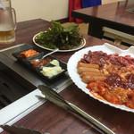 国際亭 - 焼肉のセットと、サムギョプサルの薬味と野菜