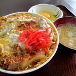 秋北食堂 - カツ丼¥650円+生卵¥50円