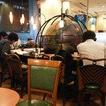 カフェ・ベローチェ - 勉強している人がいます。 混雑時は邪魔。