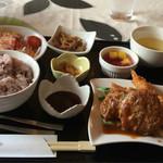 神戸ブランド亭 - ハンバーグと海老フライ定食