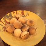 いろどり - 季節のおすすめのメニューから、塩炒り銀杏。ほくほくで出してくれるので熱さに注意です。