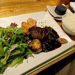 ノースコンチネント - 新冠黒豚ハンバーグ+八丁味噌とプルーンのデミグラスソースセット(焼き野菜、サラダ、ごはん、ピクルス、フライドポテト)1570円
