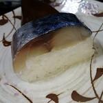 43506648 - 「鯖棒寿司 1本(8貫)」 税込 2.073円