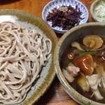 渓声庵 - 料理写真:西川町内の各蕎麦屋さんで食べられる山菜、キノコたっぷりの山菜そば。特に渓声庵さんの山菜そばは新鮮なキノコの味がしっかり味わえます。 ただし、蕎麦はもう少し硬めに手打ち感を出して欲しいところですね。