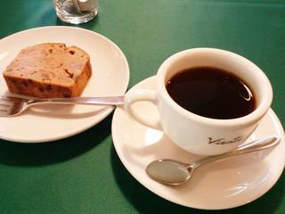 ヒュッテみさやま - 湧き水で入れるコーヒー、自家製のパウンドケーキ(2015.9月)