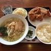 京華 - 料理写真:日替りランチ 若鶏の唐揚げ/塩ラーメン¥680