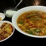 中華料理 菜香菜 - ランチ:酸辣ラーメン+半麻婆丼
