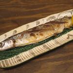 地魚酒場 魚八商店 - サンマ塩焼