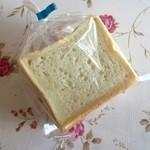あったかパン屋さん あぐり - 料理写真:プチ食パン、150円です。