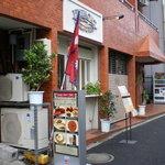 4352445 - 東新宿交差点から抜弁天方面に少し歩いた場所です(周囲は急に閑静になります)