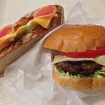 ブロートアレー - レッカーミックス 240円                                       チーズバーガー(手ごねハンバーグ) 370円