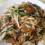 中華料理 華連 - ピリ辛風味のレバニラ炒めです