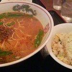 翠園 - 坦々麺半炒飯セット全景