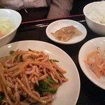 翠園 - 豚肉ピーマン炒め定食全景