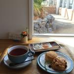 ケイズガーデンカフェ - モーニングはありませんが、朝食として。スコーンと紅茶