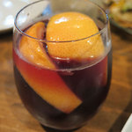 イタリアンバル PONTE - サングリア、赤ワインにフレッシュなフルーツの香りと酸味が味わえます