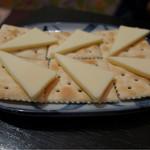 43534032 - クラッカーチーズ・350円