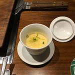 らくだ - 料理写真:お通し。鶏出汁の冷製茶碗蒸し