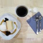 ギフトラボ ガレージ - クリームチーズケーキ ロレーヌ岩塩のアイスクリーム添え、ハンドドリップコーヒー 深煎豆