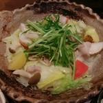 大戸屋 - □四元豚とたっぷり野菜の蒸し鍋定食 887円(内税)□の鍋のアップ。