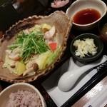 大戸屋 - □四元豚とたっぷり野菜の蒸し鍋定食 887円(内税)□ 五穀米を選択。